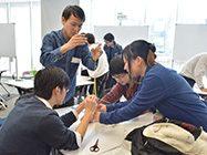 学生たちが研修しています