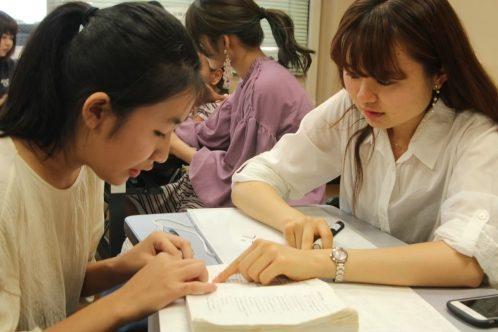 外国にルーツを持つ子供たちへの学習支援の様子