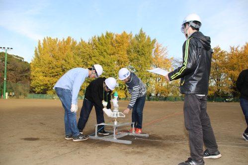 「ものつくり」イベント・マイコンを搭載したペットボトルロケットの開発から打上までを行う