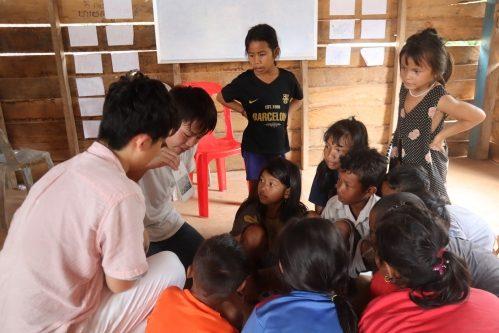 カンボジアの子供達の教育支援の様子