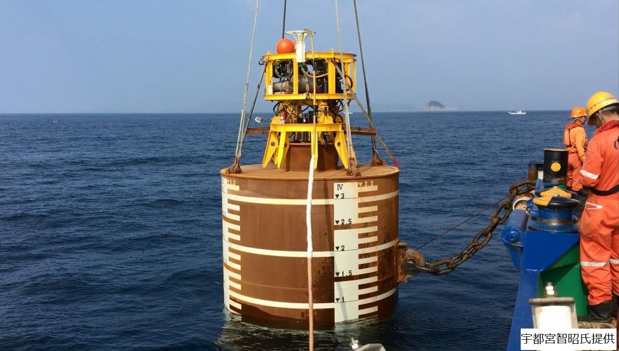 洋上浮体係留のためのサクションアンカーの沈設及び把駐特性
